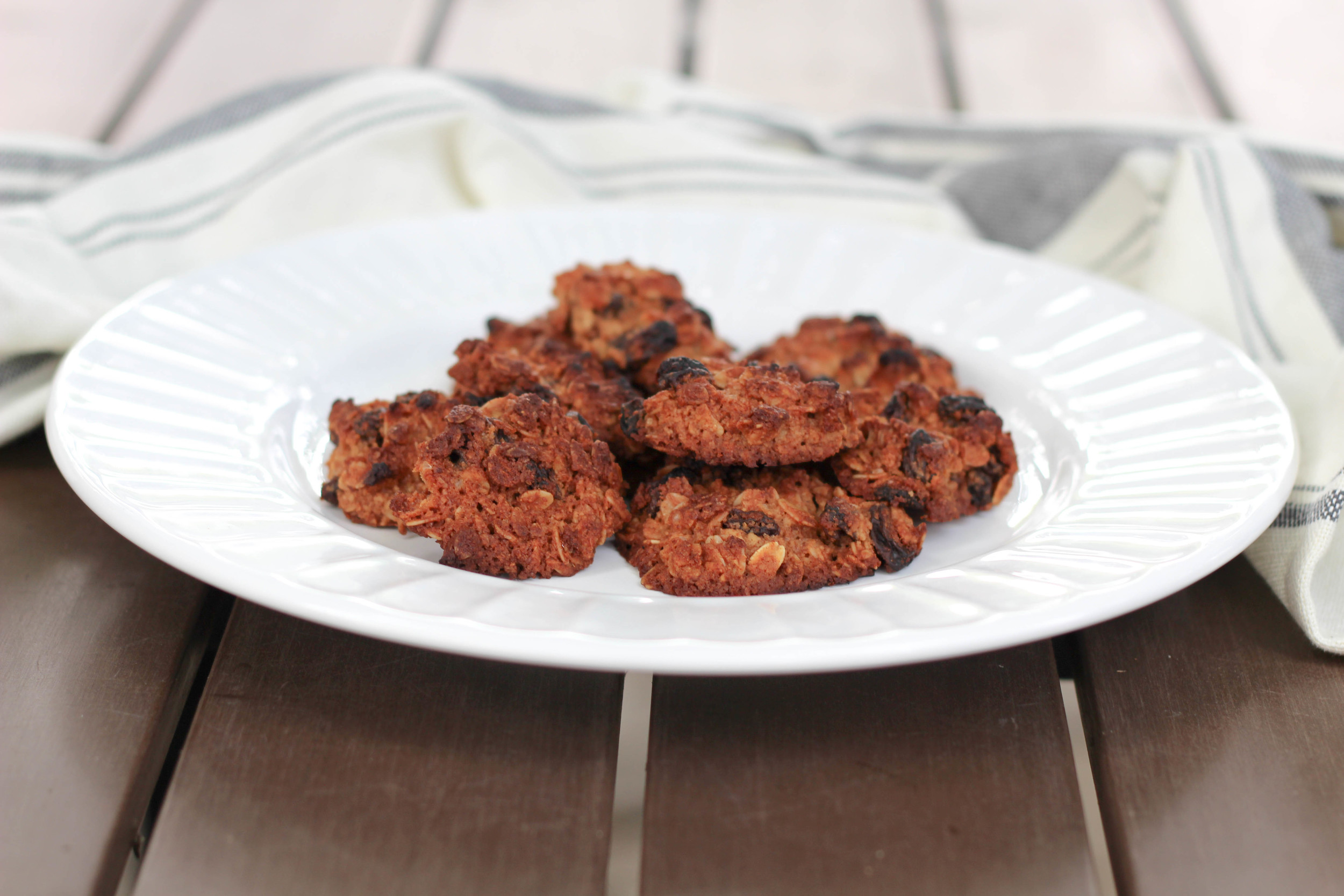 oatmeal raisin cookies, natural cookies, healthy sweet treats, cup of oats, flour, flax seed, cinnamon, coconut oil, agave, raisins, oatmeal recipe, how to make oatmeal raisin cookies,