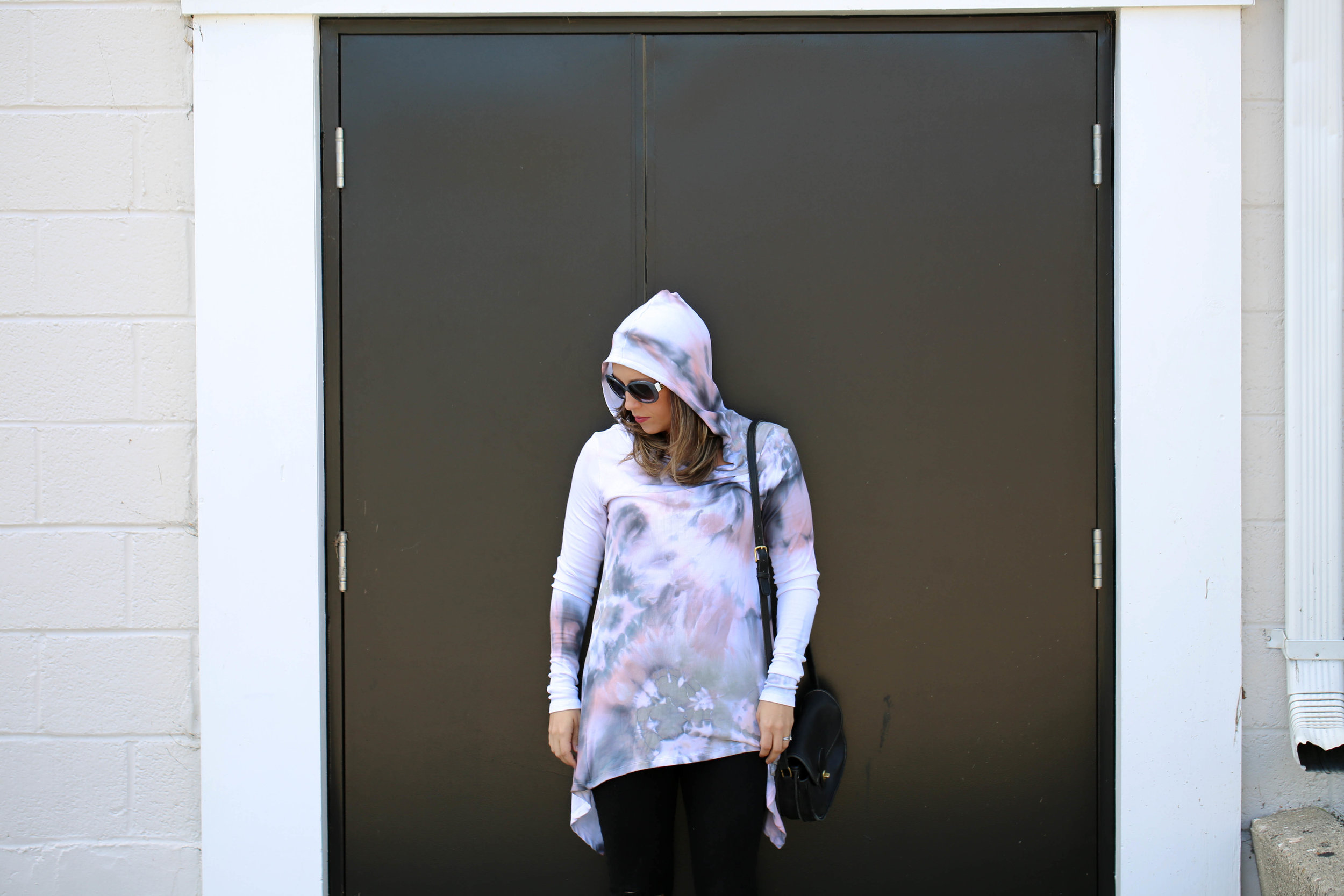 hooded sweater, hooded long sleeve, birghtlytwisted, living local, shop local, tie dye, how to wear tie dye, womens style with tie dye, black skinny jeans for women, perfect little black bag, cross body purse,