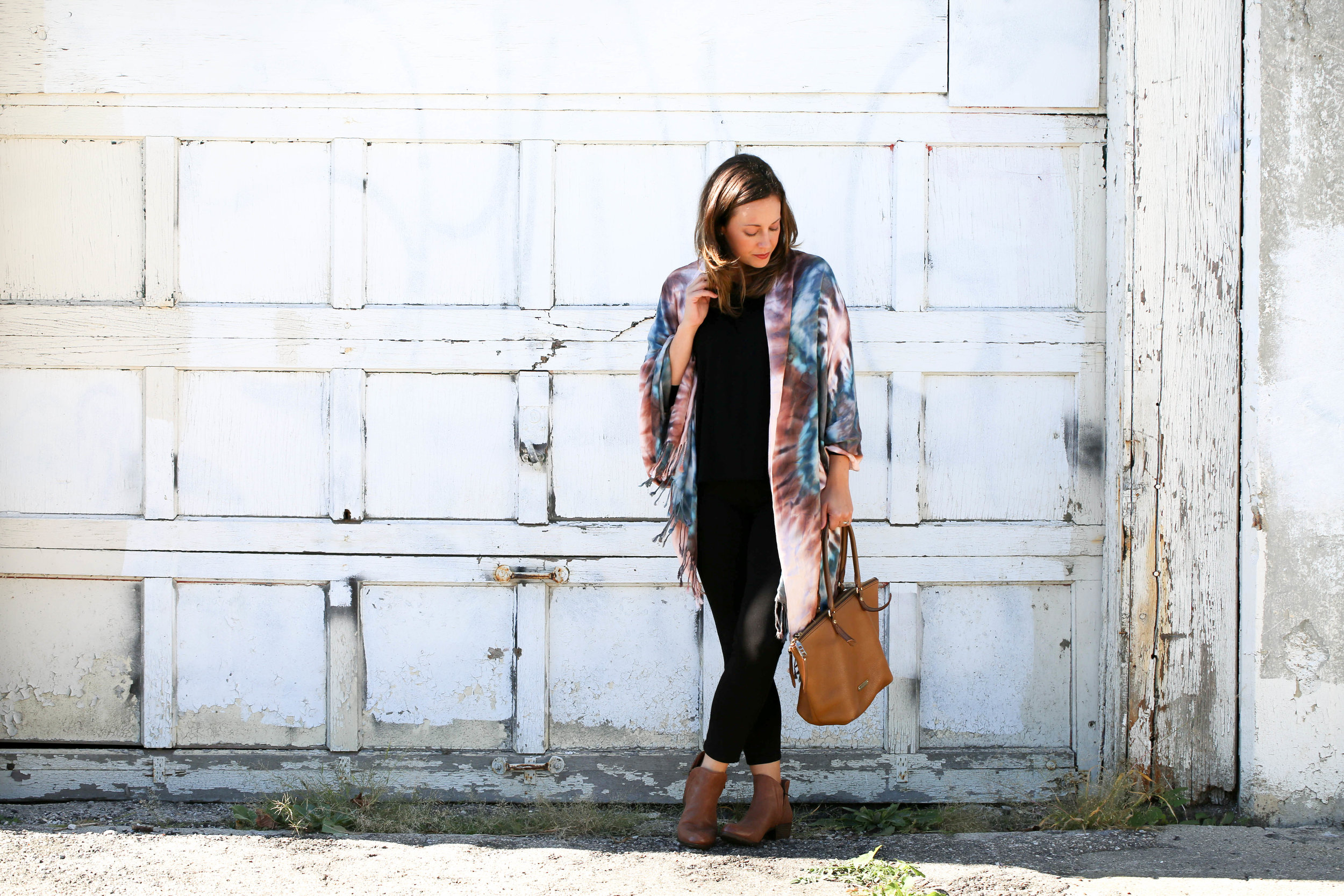 4 ways to tie a scarf, scarves, fall fashion, fall scarves, how to wear tie dye, tie dye fashion, tie dye, fall prints, autumn, best accessories, pop of color, statement piece, my fall fashion, style with scarves,