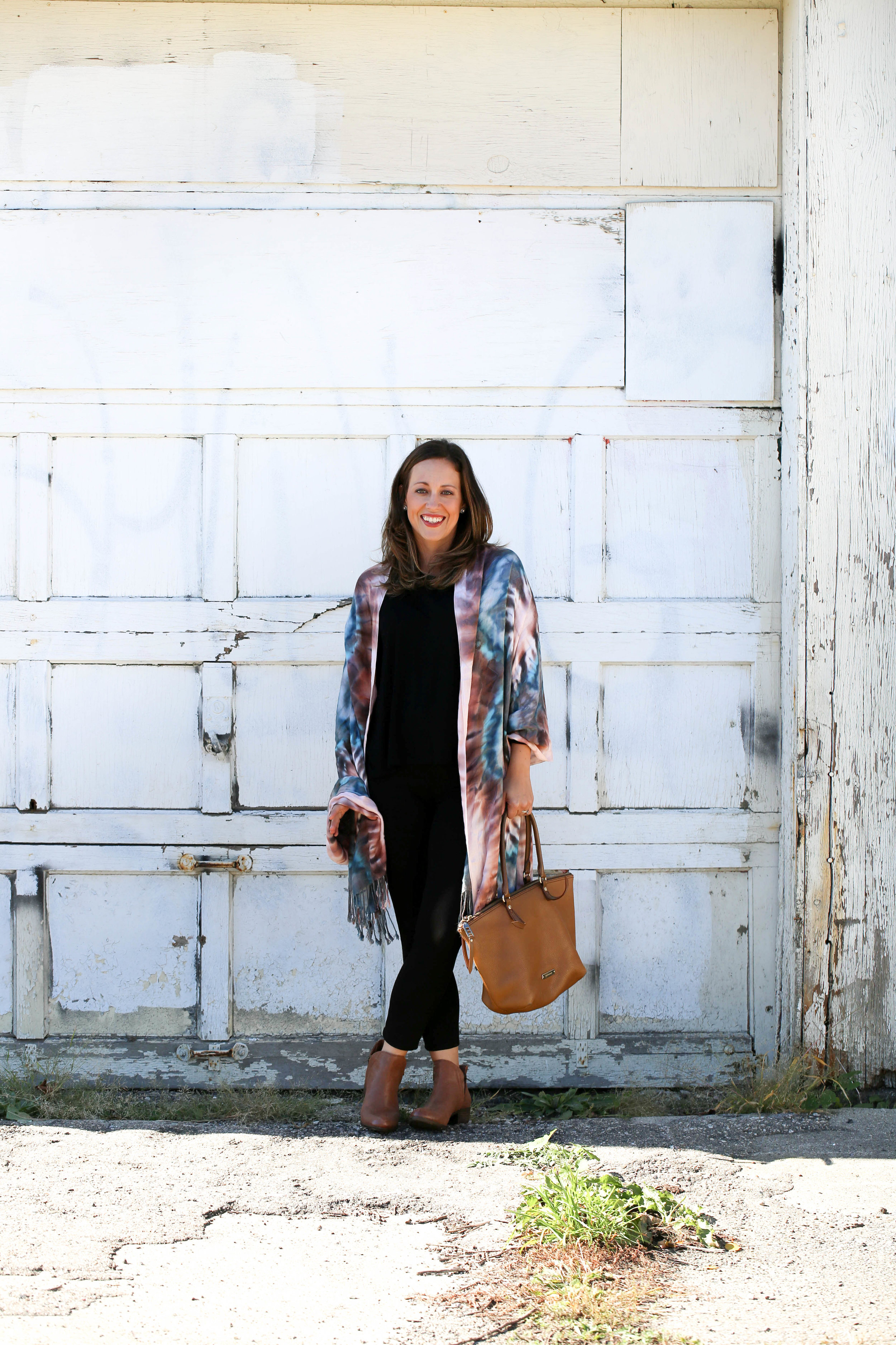 4 ways to tie a scarf, scarves, fall fashion, fall scarves, how to wear tie dye, tie dye fashion, tie dye, fall prints, autumn, best accessories, pop of color, statement piece, fall booties, perfect brown bag,