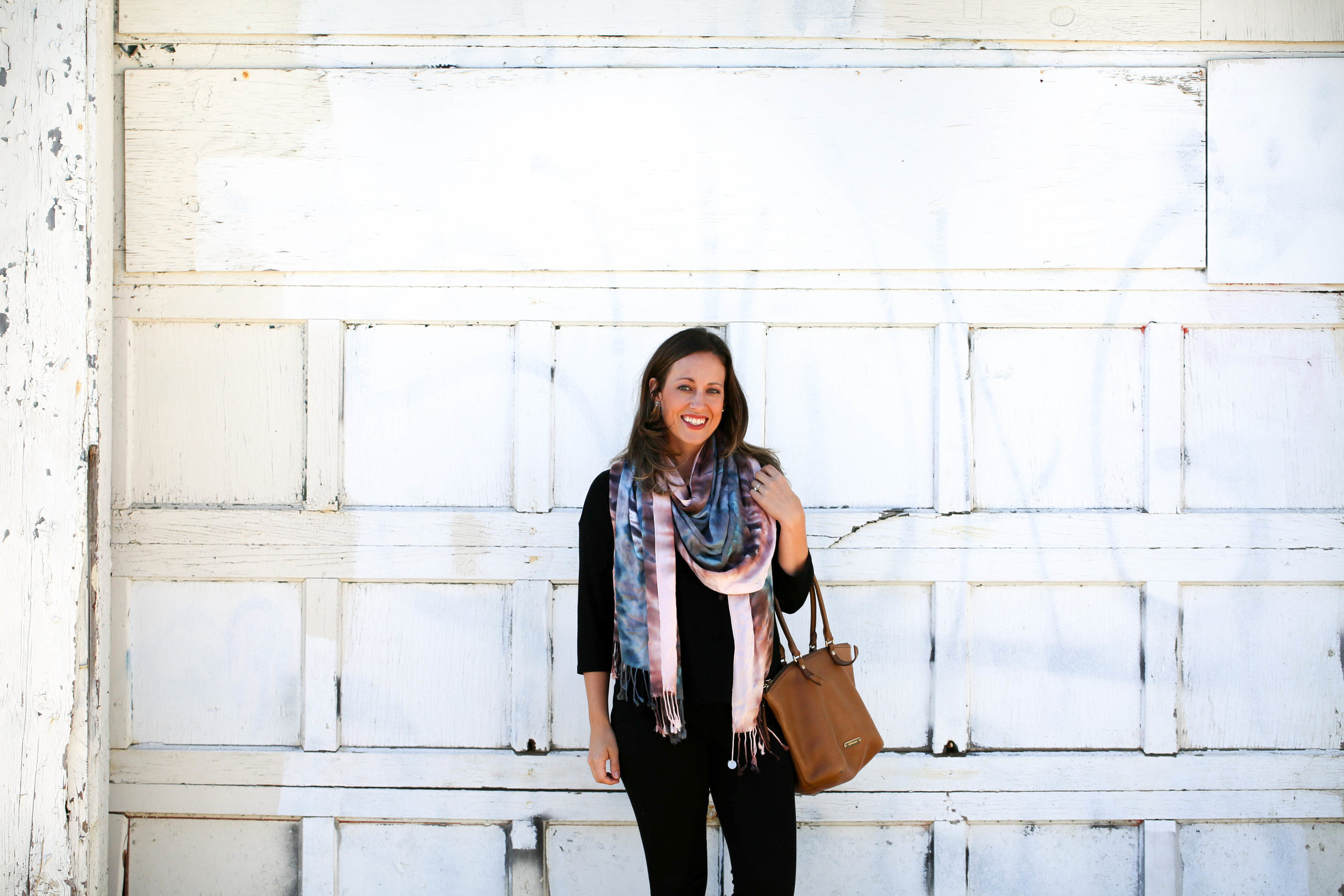 4 ways to tie a scarf, scarves, fall fashion, fall scarves, how to wear tie dye, tie dye fashion, tie dye, fall prints, autumn, best accessories, pop of color, statement piece,