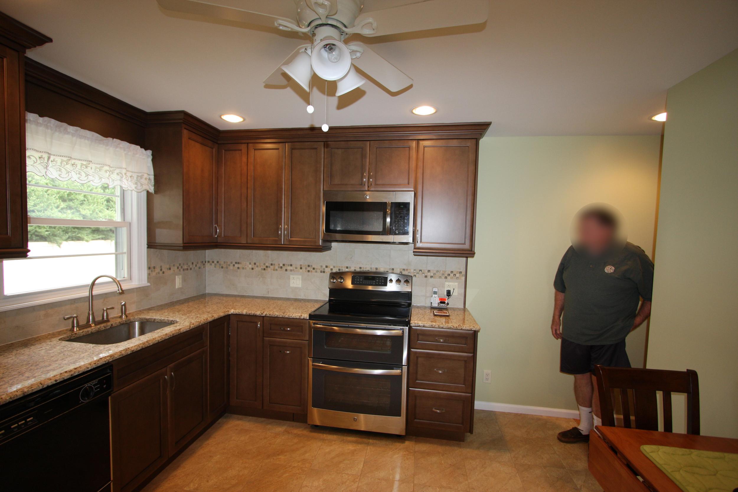 thomas kitchen 002.JPG