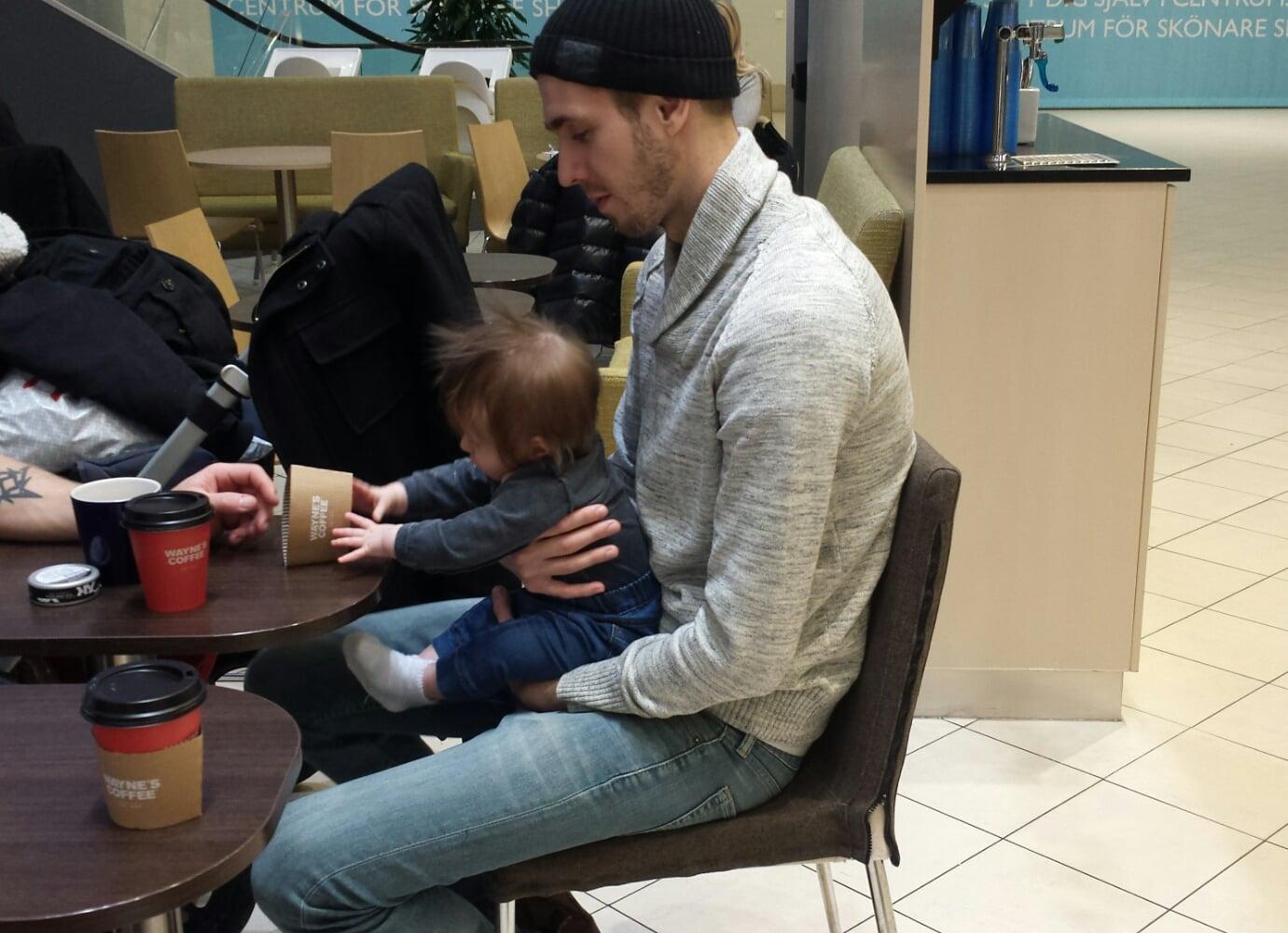 När man fikar med sitt barn och är stolt över allt den gör.