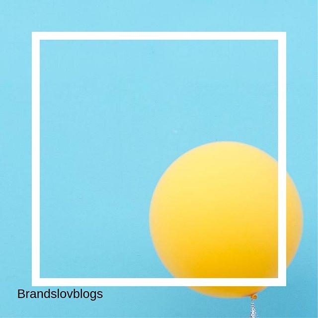Un peu de sun attitude, c'est mettre dans du soleil dans sa vie ! . Créativité et taux d'engagement... % ✅💜Notre agence aime le l'influence couplé au social média . #influence #socialmedia #spending #culture #anything #instainfluence #instalife #cosmetics #beauty #instacosmetics #agency #instalove #instaskin #instatoday #yello #blue #nature #ballon