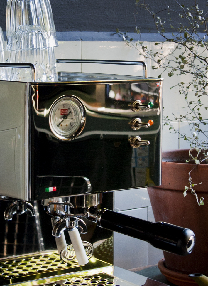ESPRESSOMACHINE INTERIOR BLOG FOOD DRINKS INTERIEUR STYLING FONQ KOFFIEMACHINE THEO-BERT POT - 5.jpg