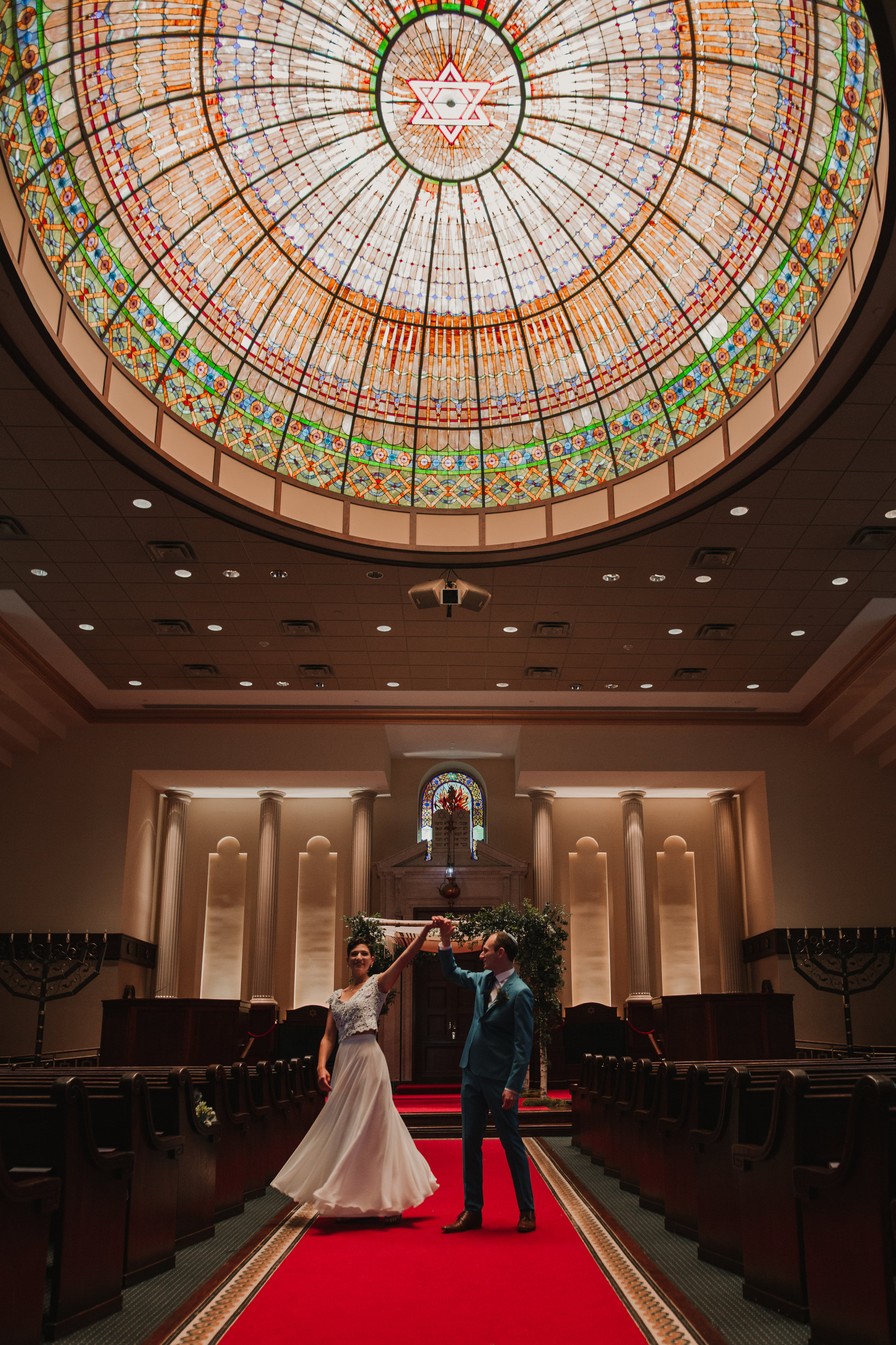 - Naomi & Elan resided in Pittsburgh when they got hitched, but chose to celebrate closer to both of their families at the Temple Emmanuel in Closter, NJ. The dome of the sanctuary was one of the most stunning details of their venue.