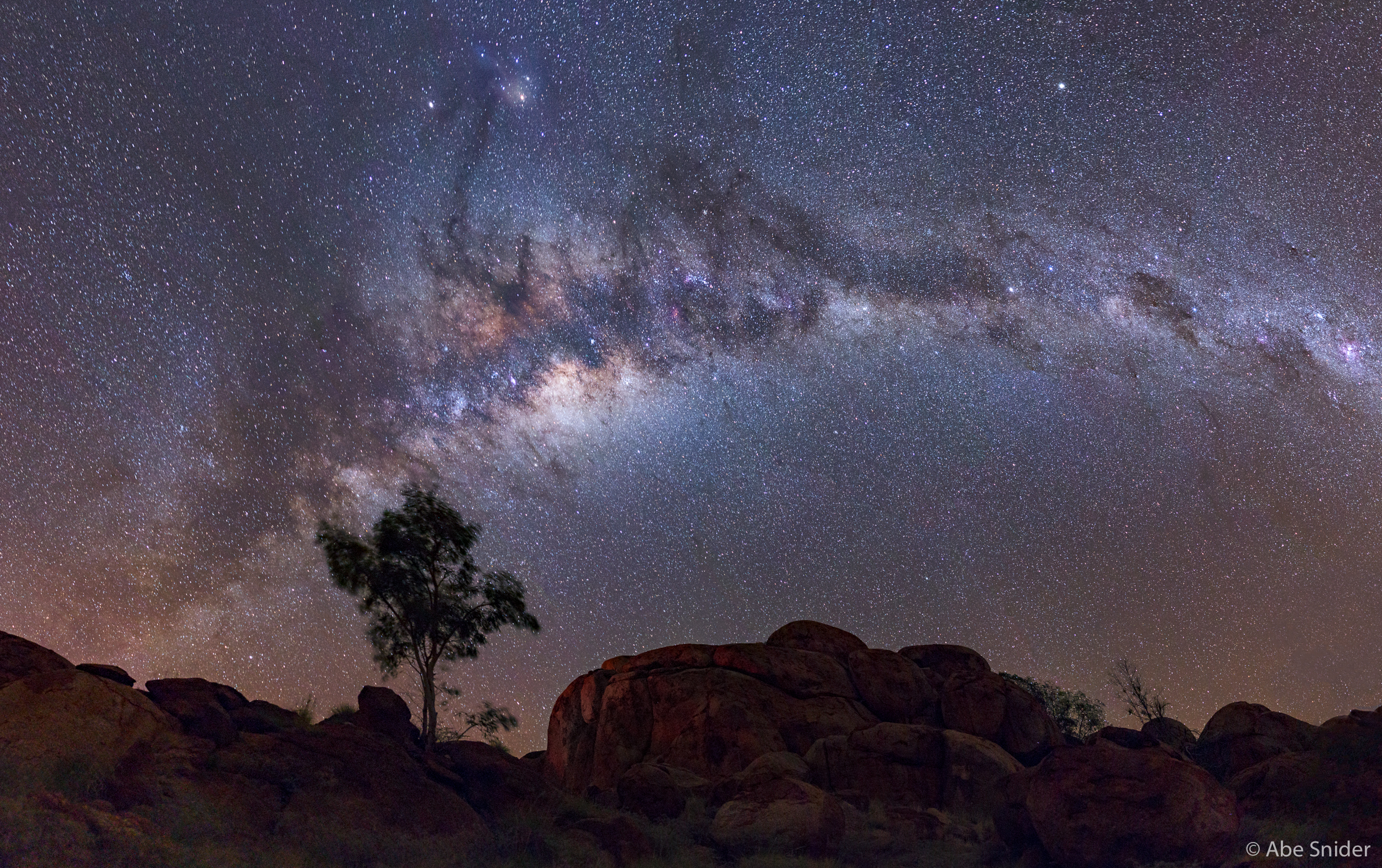Super clear and dark skies over the Devils Marbles. No light pollution for many many miles in all directions.