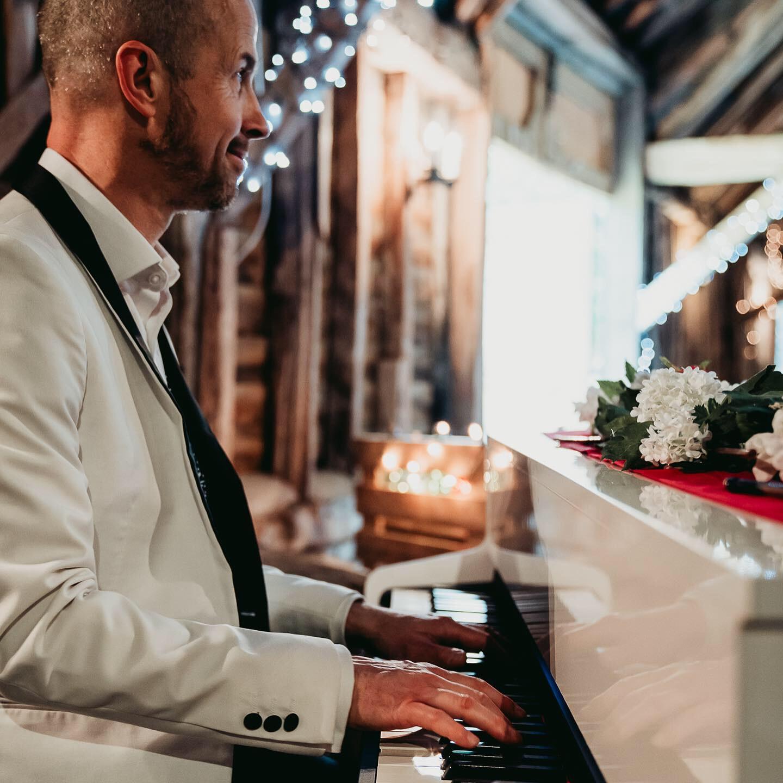 Wedding Breakfast (by Nicola Dawson Photography)