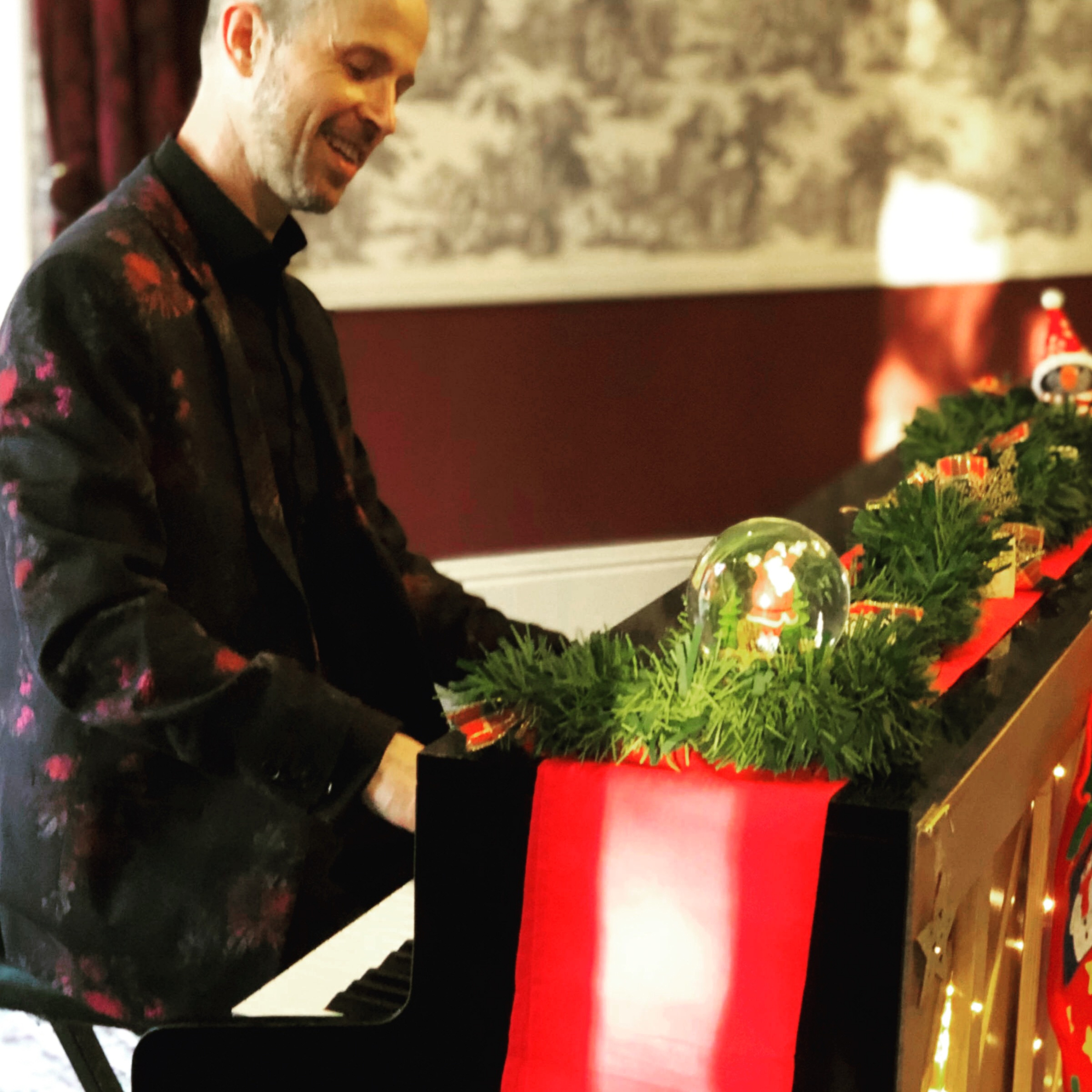 Performing Xmas tunes on mobile piano