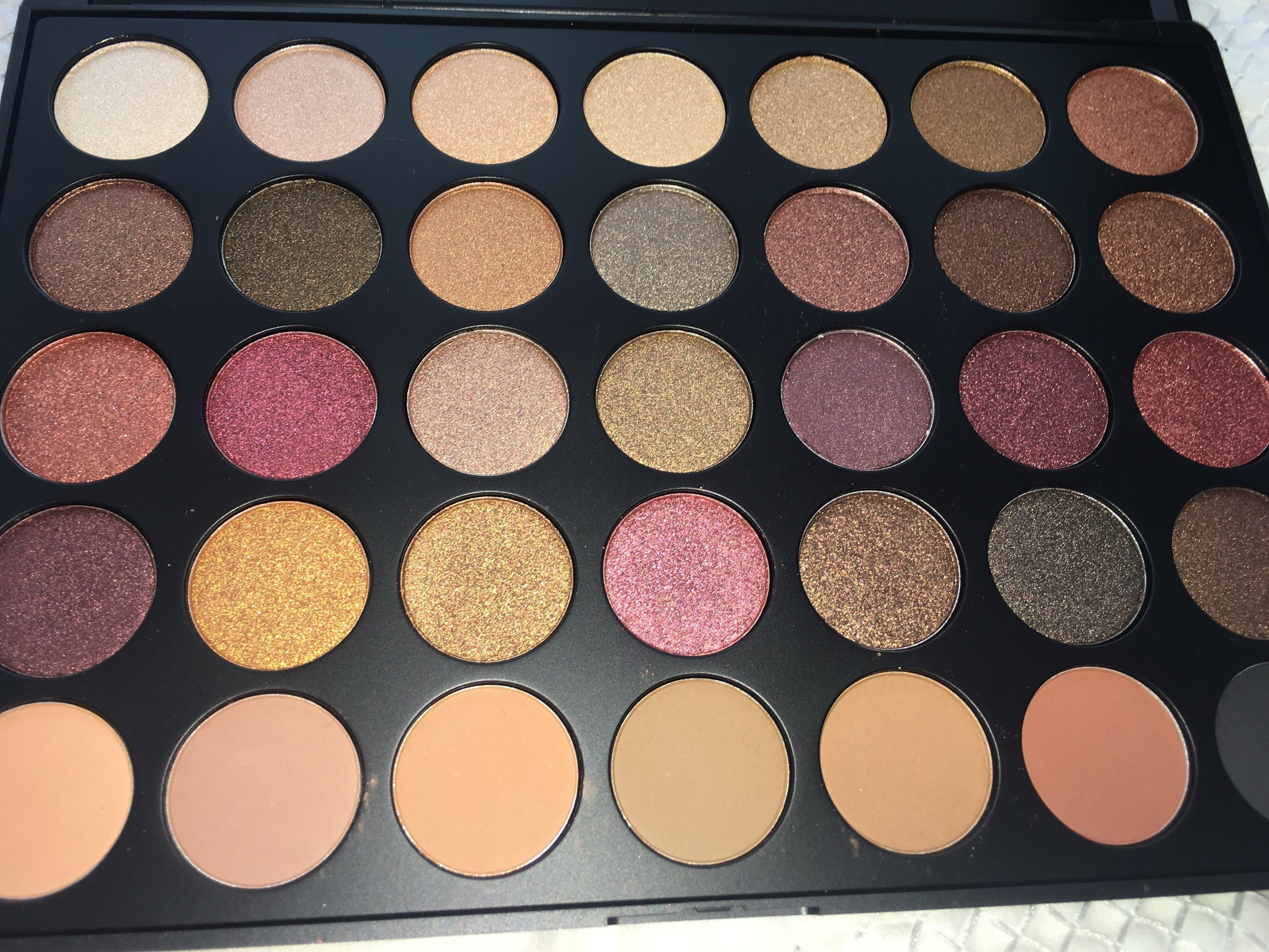 Fall Into Frost Palette by Morphe  (Source:  theodysseyonline.com )