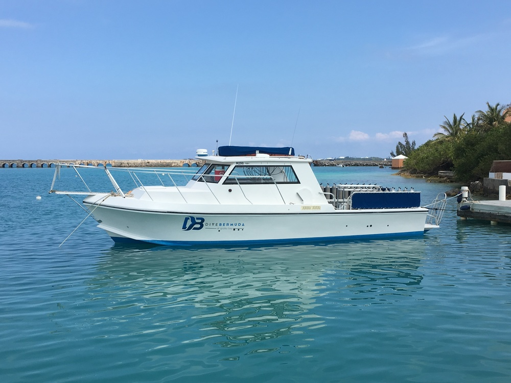 Our fully equipped, custom built 38' Dive boat,   Bottom Time.