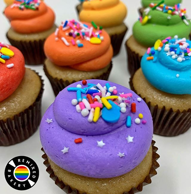 🌈 HAPPY PRIDE MONTH 🌈 We know we're a little late to the party 🥳 but rainbow is our favorite flavor, after all ❤️🧡💛💚💙💜 We bake cupcakes for everyBODY 👫👭👬 . . . . . #pride #rainbow #cupcakes #glutenfree #vegan #la #lafoodie #losangeles #eaterla #laeats #infatuationla #eeeeeats #madeinla #hungryinla #feedfeed #eatfamous #feedfeed #f52grams #myfab5
