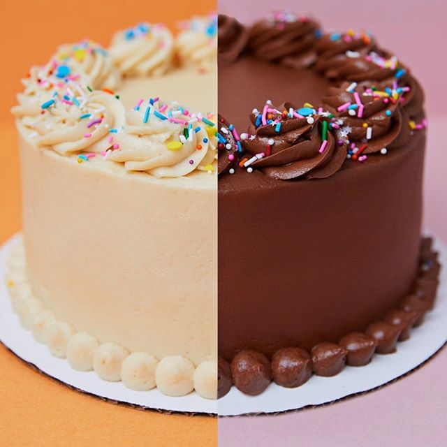 We don't play flavorites when it comes to cake, it's ALL good! Chocolate or Vanilla? More like Chocolate AND Vanilla 🙌 . . . . . #cake #glutenfree #vegan #eeeeeats #lafoodie #bakery #feedfeed #losangeles
