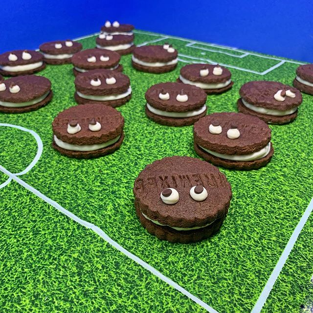 We get a kick out of playing with our food, so it's game on ⚽️ And Team Cookie Monster has 1️⃣ goal 🥅 to satisfy that sweet tooth 😋 Up for the challenge⁉️ SHOP 🛒 on our website today or click the 🍪👹 to place your order‼️ . . . . . #vegan #glutenfree #cookies #soccer #lafoodie #eeeeeats #feedfeed #baking #losangeles #bakery