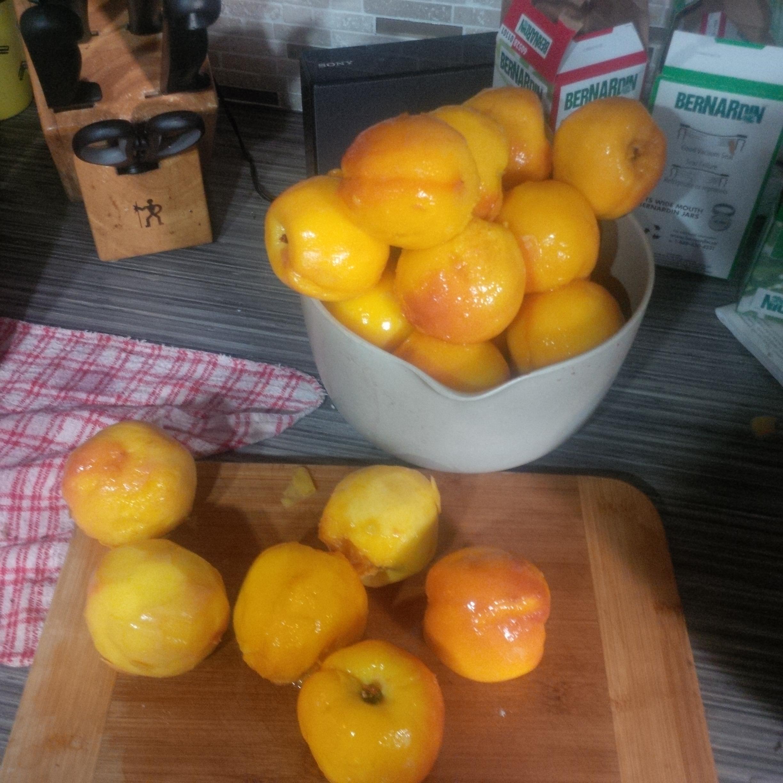 Naked peaches!
