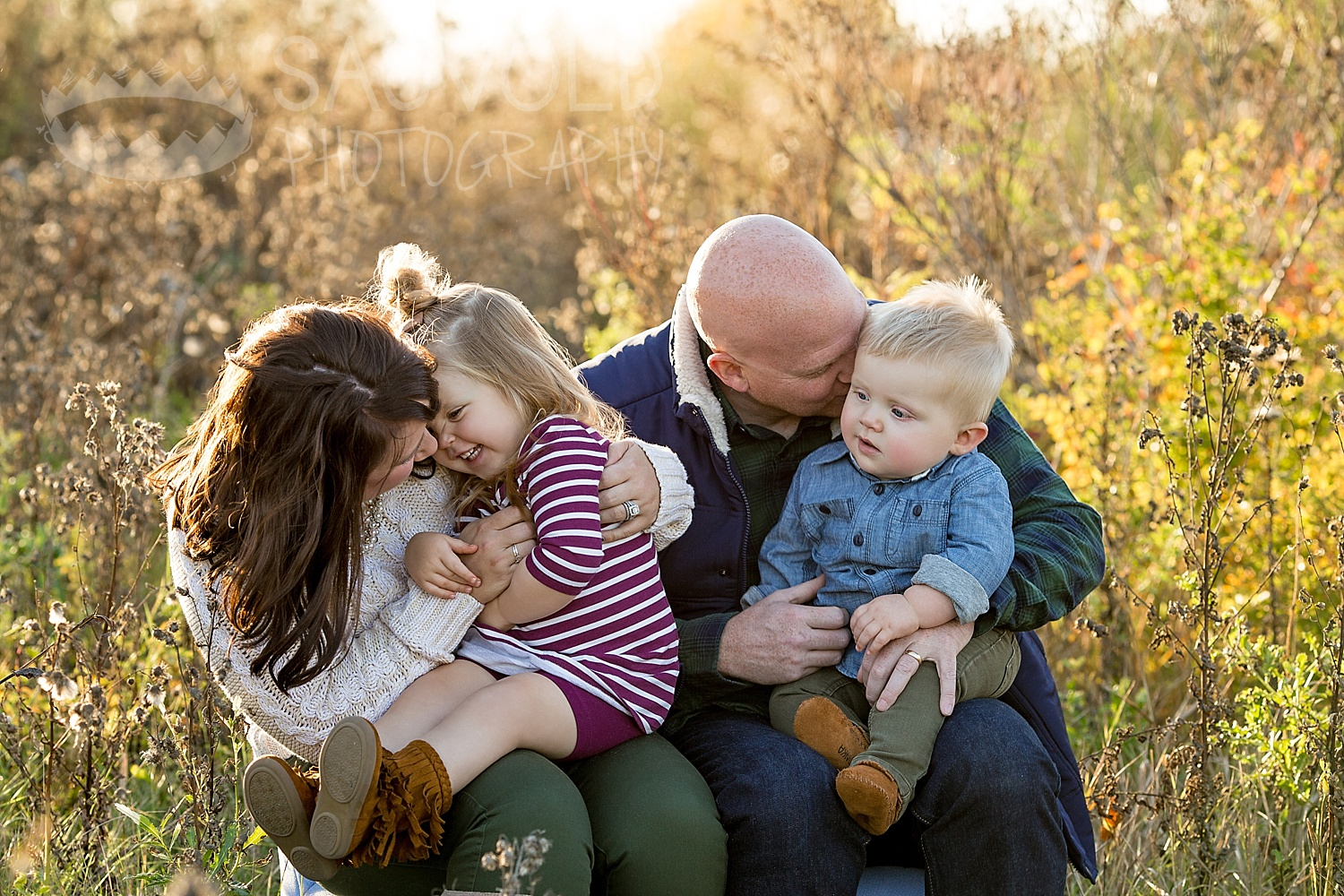 Candid family picture Fargo ND family photographer Janna Sagvold Photography