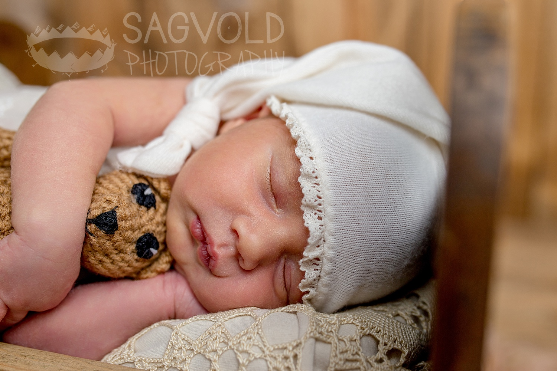Newborn pictureFargo ND newborn photographer Janna Sagvold Photography