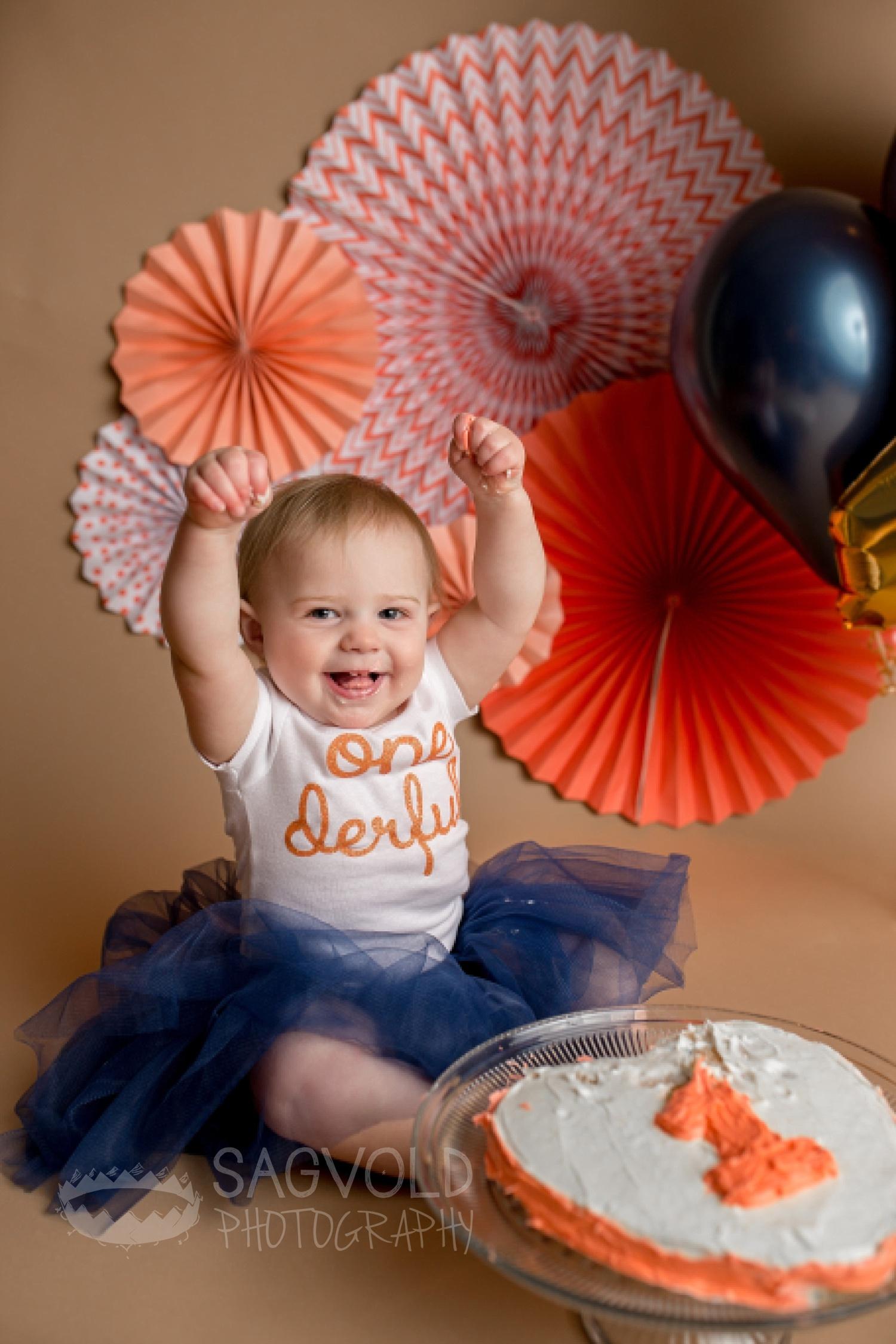 Cake smash Fargo ND baby photographer Janna Sagvold Photography