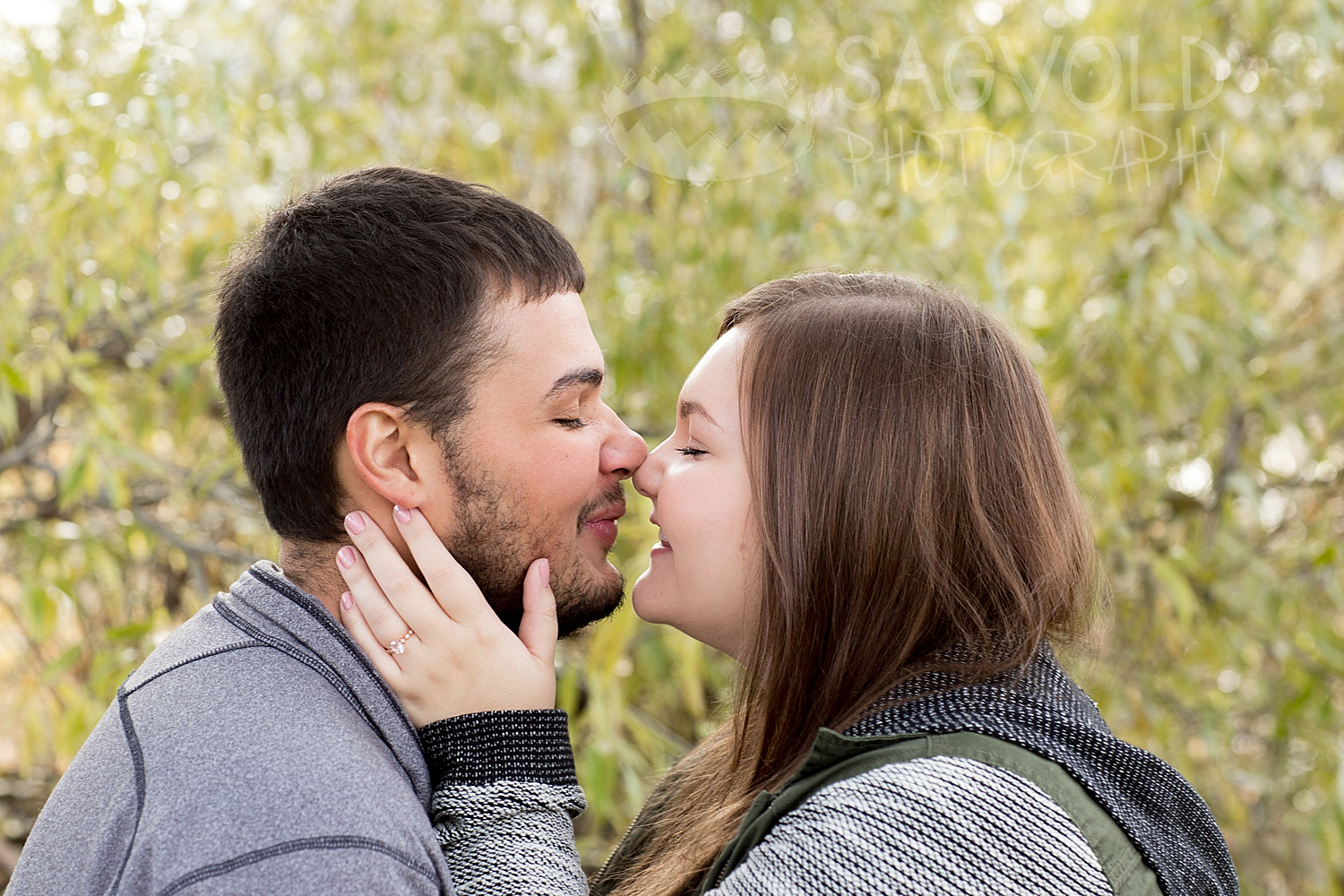 Engagement picture Fargo ND engagement photographer Janna Sagvold Photography