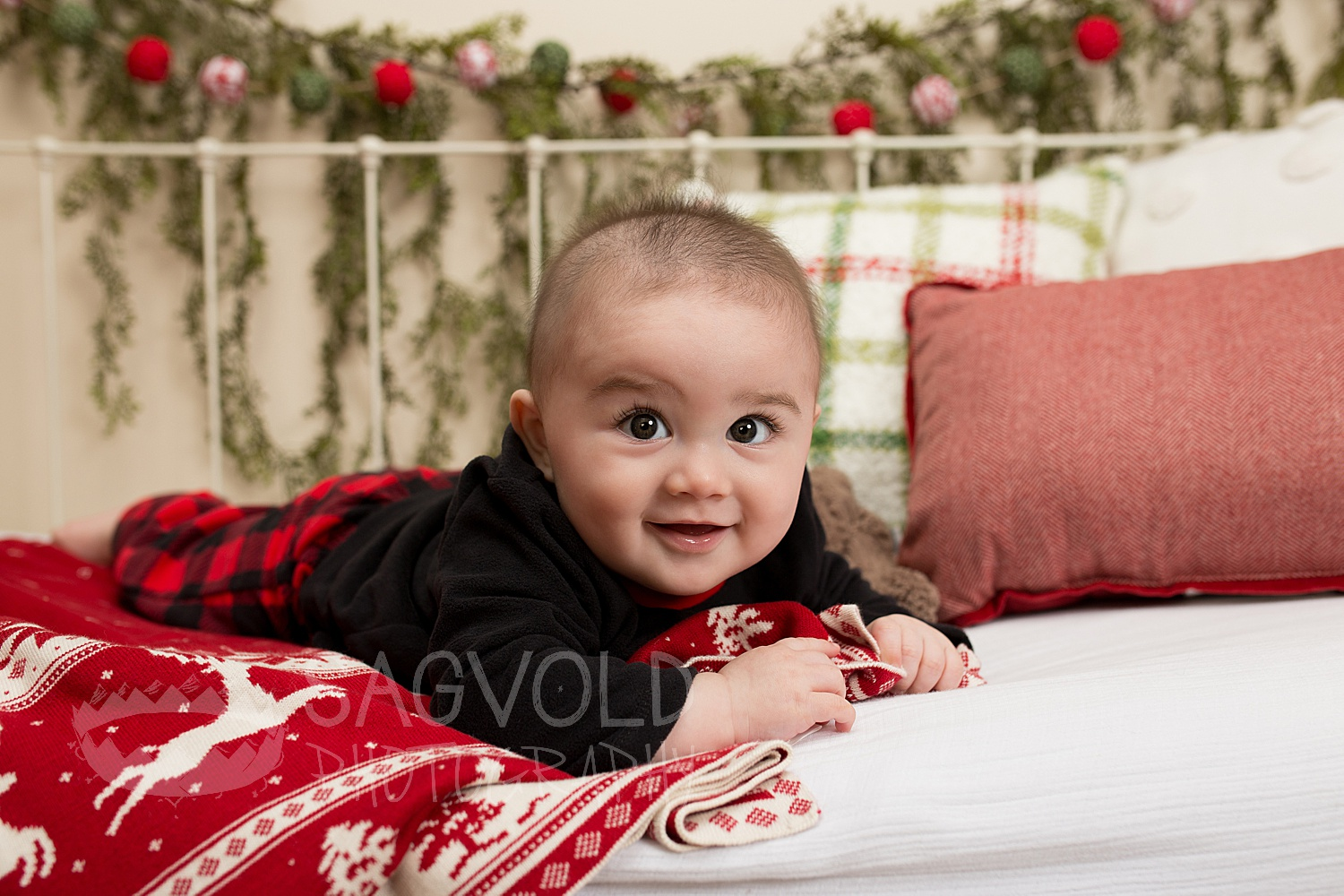 Baby holiday picture Fargo ND baby photographer Janna Sagvold Photography