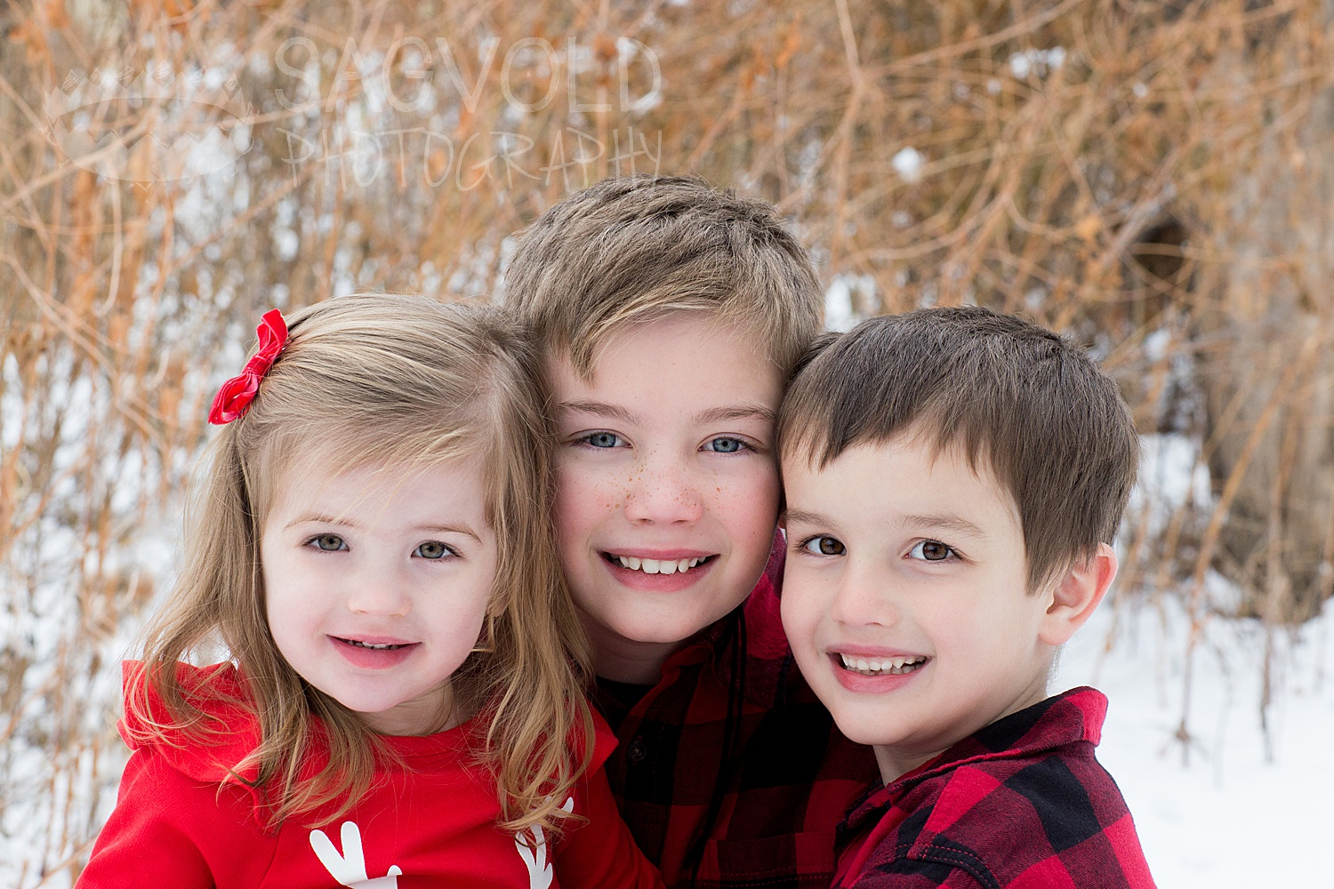 Sibling picture Fargo ND family photographer Janna Sagvold Photography