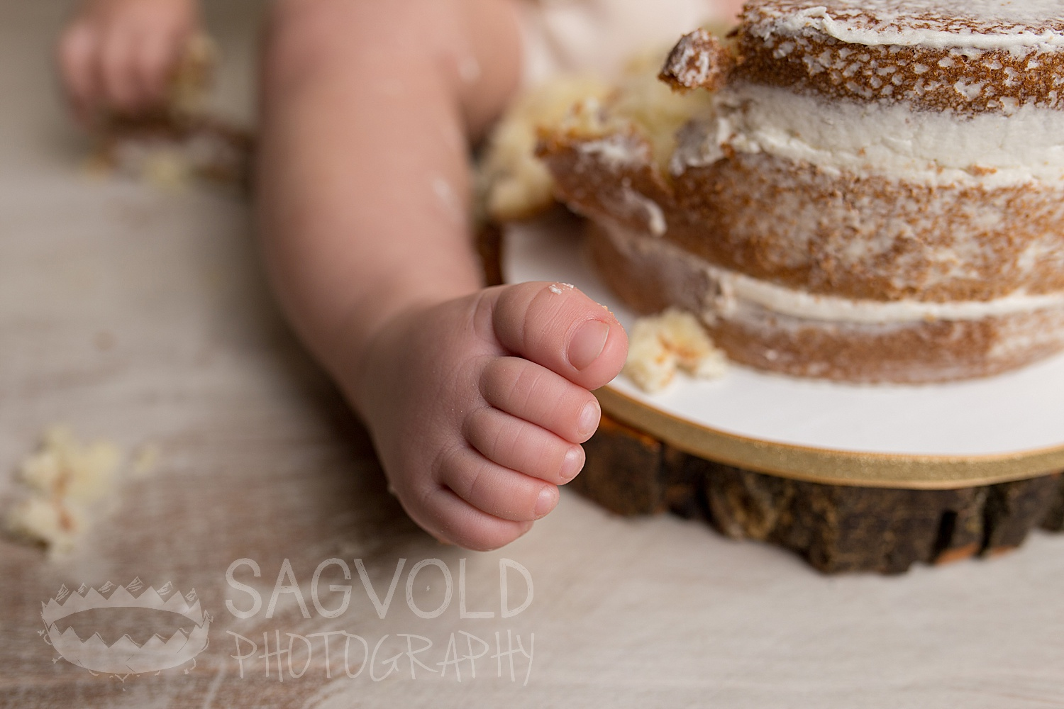 Cake smash Fargo ND baby photographer Janna Sagvold Photography