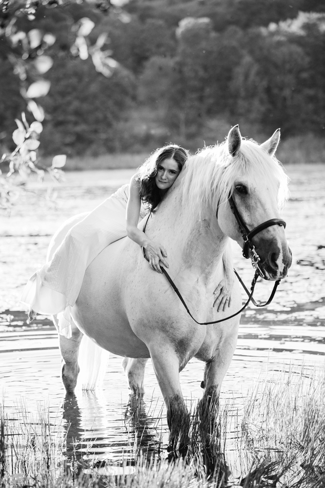 Tracey Buyce wedding photography with horse42.jpg