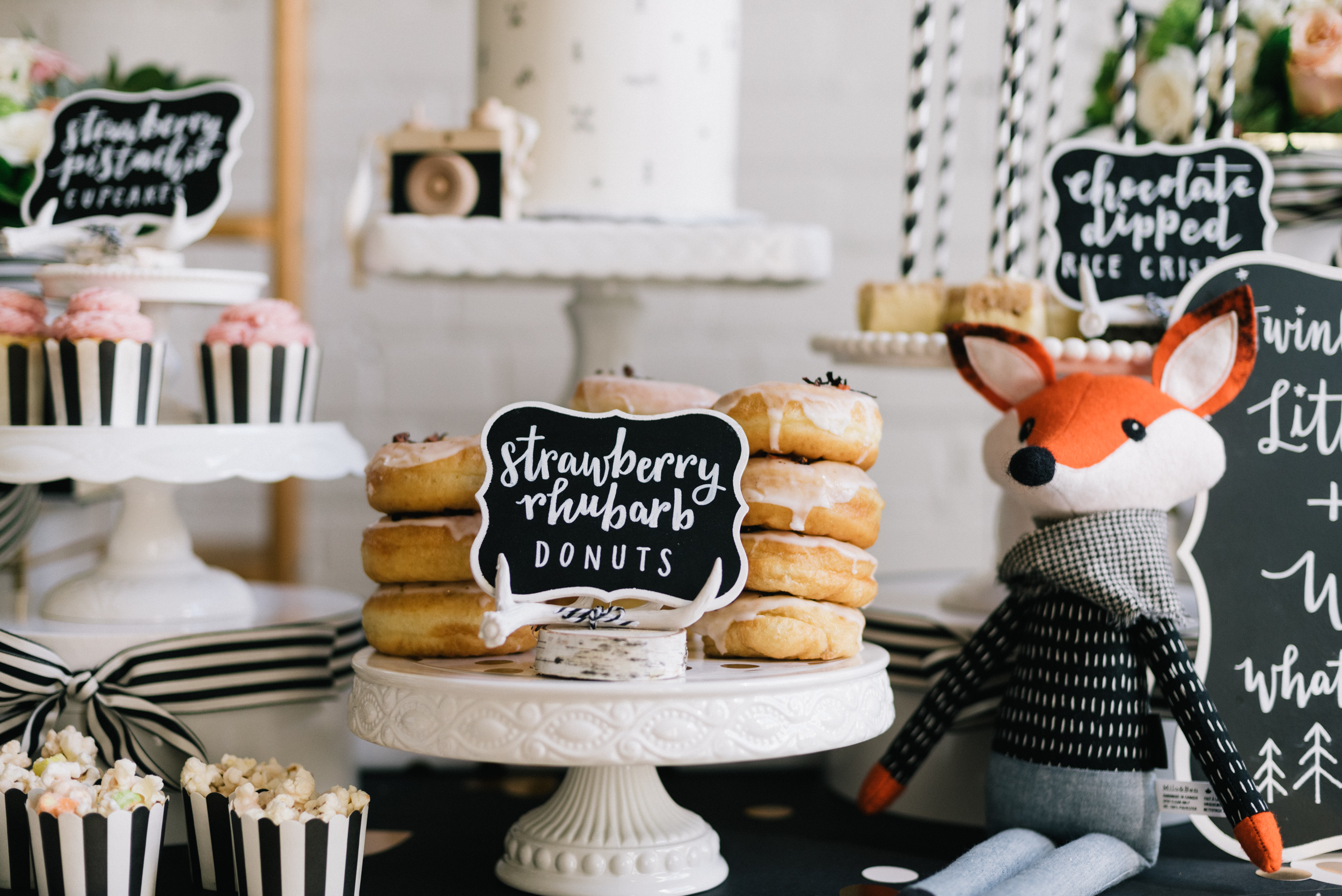Handlettering by  Love Lettering by Doris Wai  Sweets by  Cakelaine  Fox by  Milo & Ben  Packaging and decor from  Creative Bag