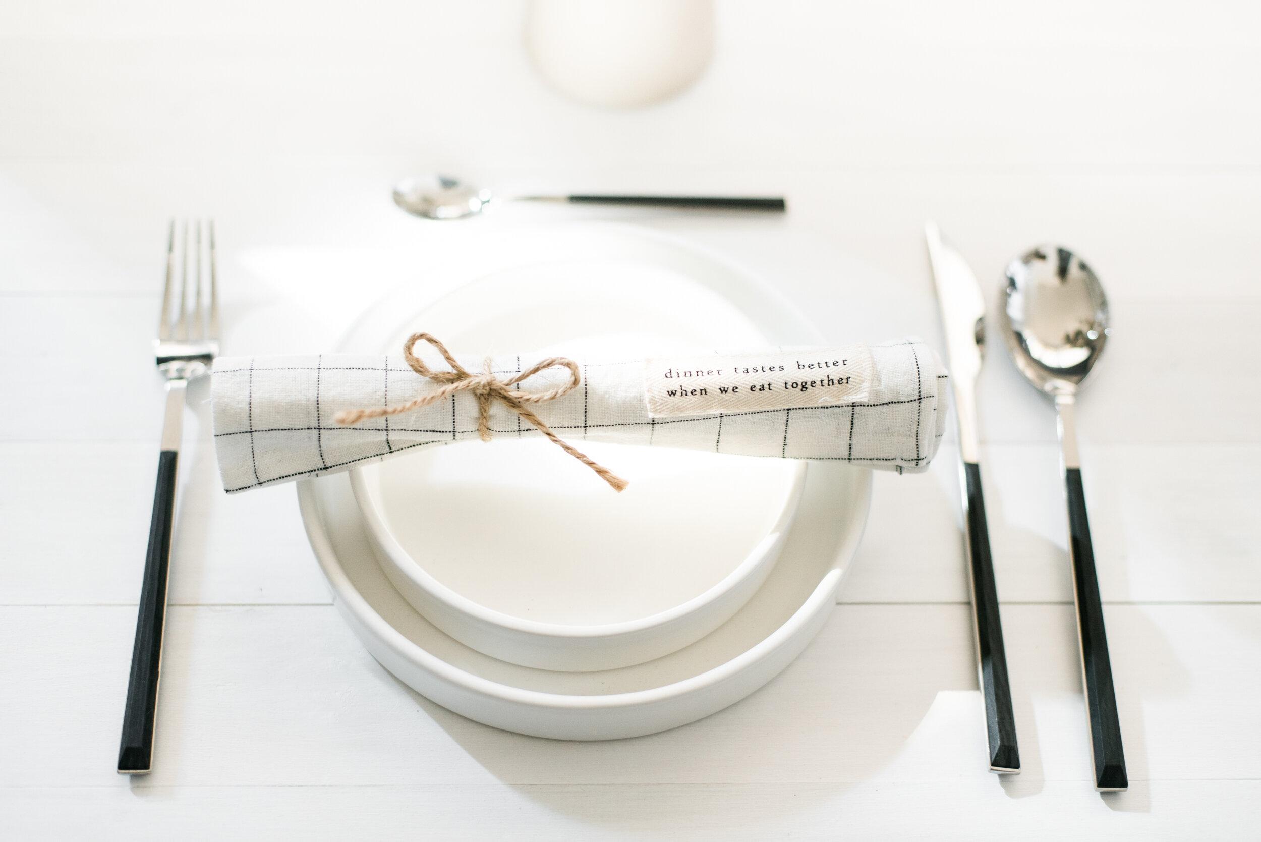 minimalist-tablescape-2.jpg