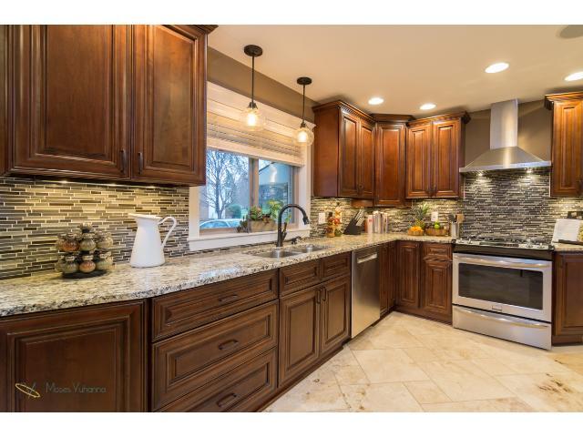 2700-forest-dale-road-new-brighton-05-kitchen-1.jpg