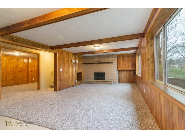 2700-forest-dale-road-new-brighton-08-family-room.jpg