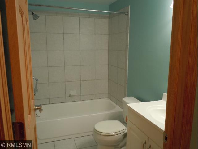 14 LL Bath.jpg