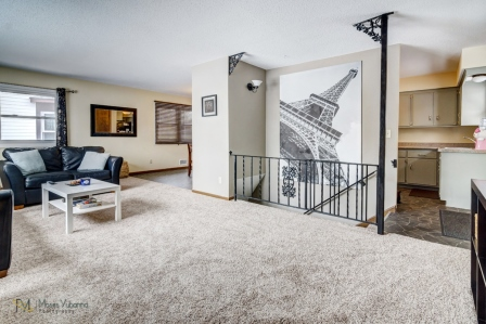 3957-Quincy-St-Columbia-Heights-MN-55421-02-living.jpg