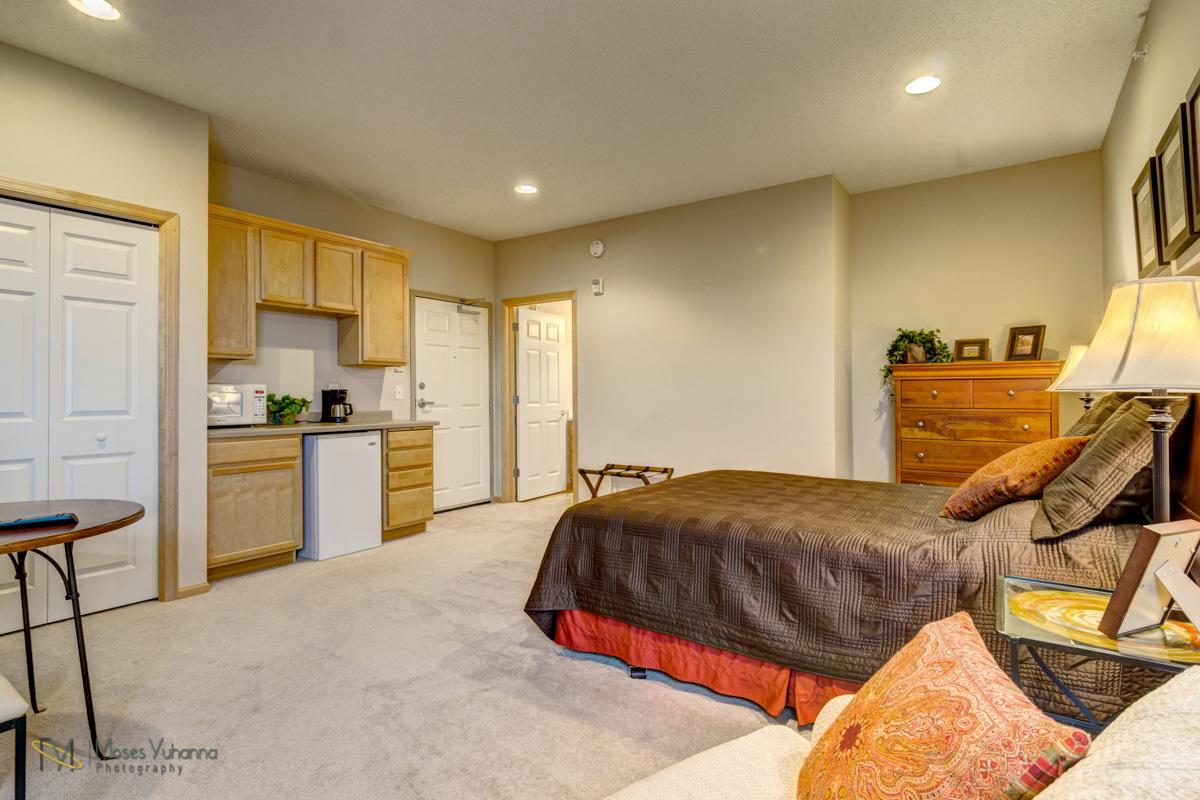 2200-2nd-avenue-anoka-mn-guest-suite.jpg