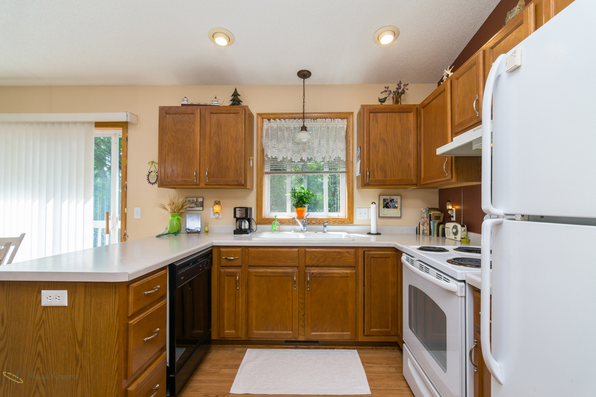 1217-81st-avenue-n-brooklyn-park-mn-kitchen2.jpg