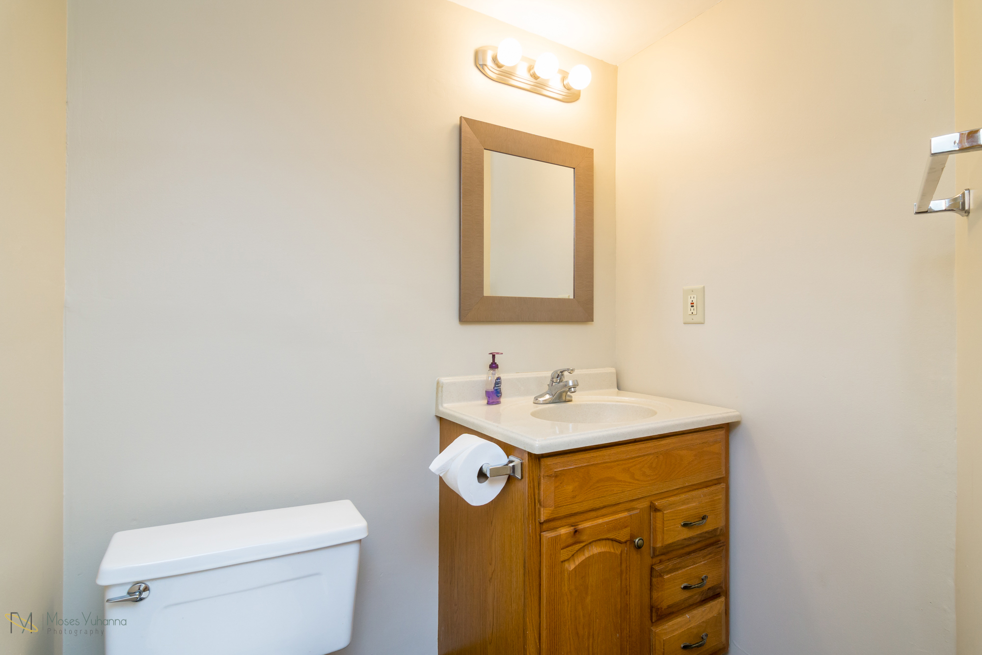 14041-crosstown-blvd-nw-andover-mn-55304-bath lower.jpg