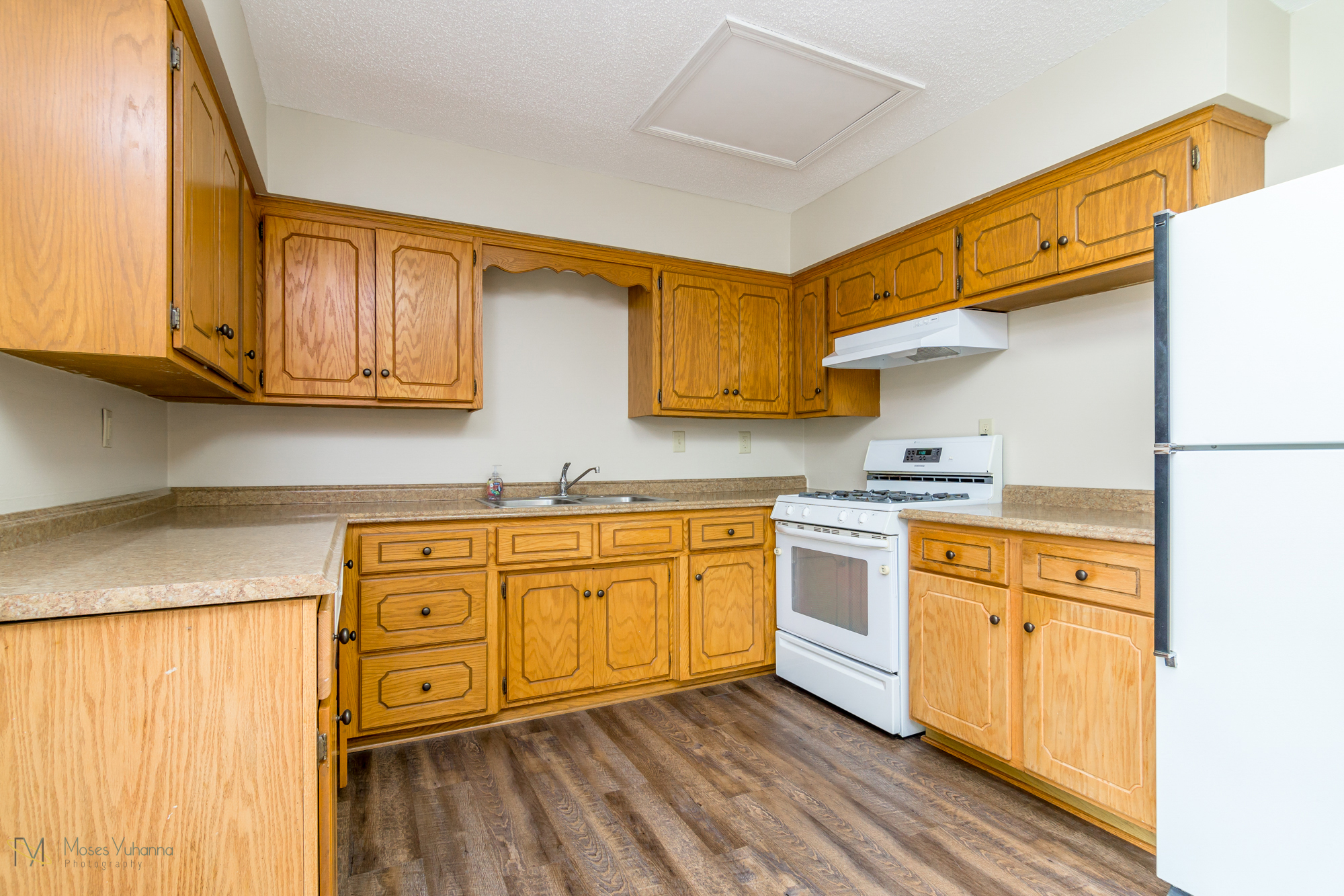 14041-crosstown-blvd-nw-andover-mn-55304-kitchen 3.jpg