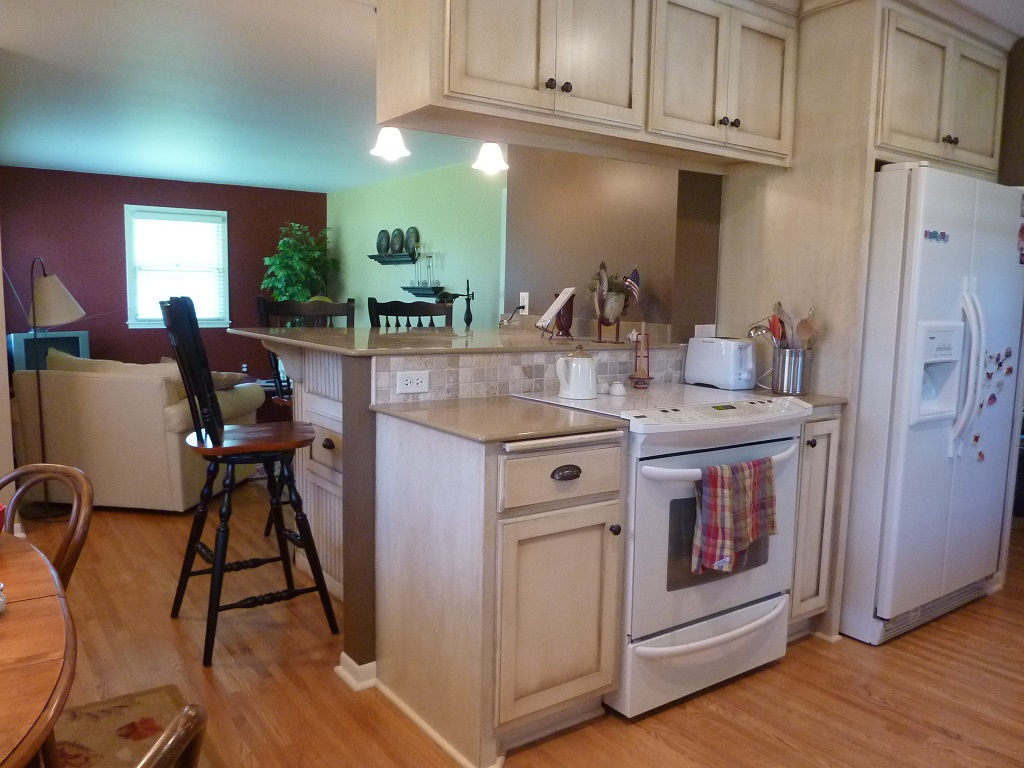 03 Kitchen Bar.jpg