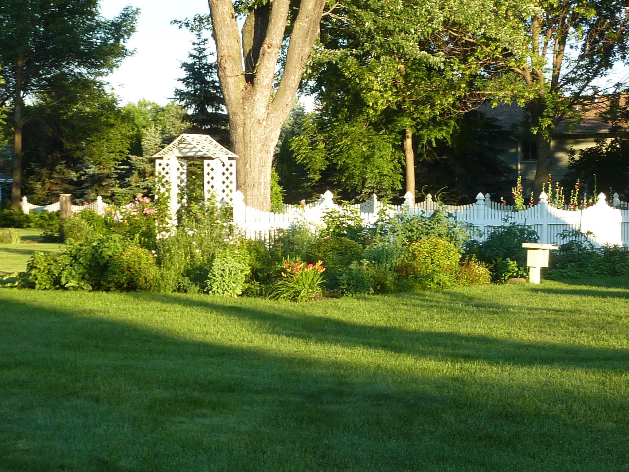 02 garden 2.jpg