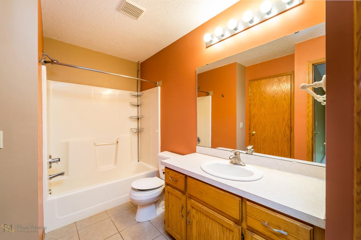 13270-marigold-street-nw-coon rapids-upper bath.jpg