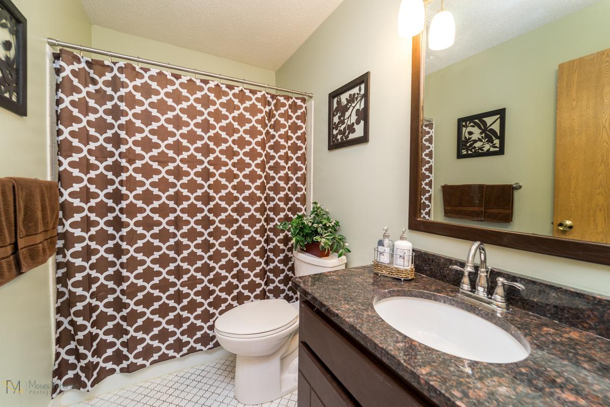 10405-39th-avenue-n-plymouth-mn-bathroom main.jpg