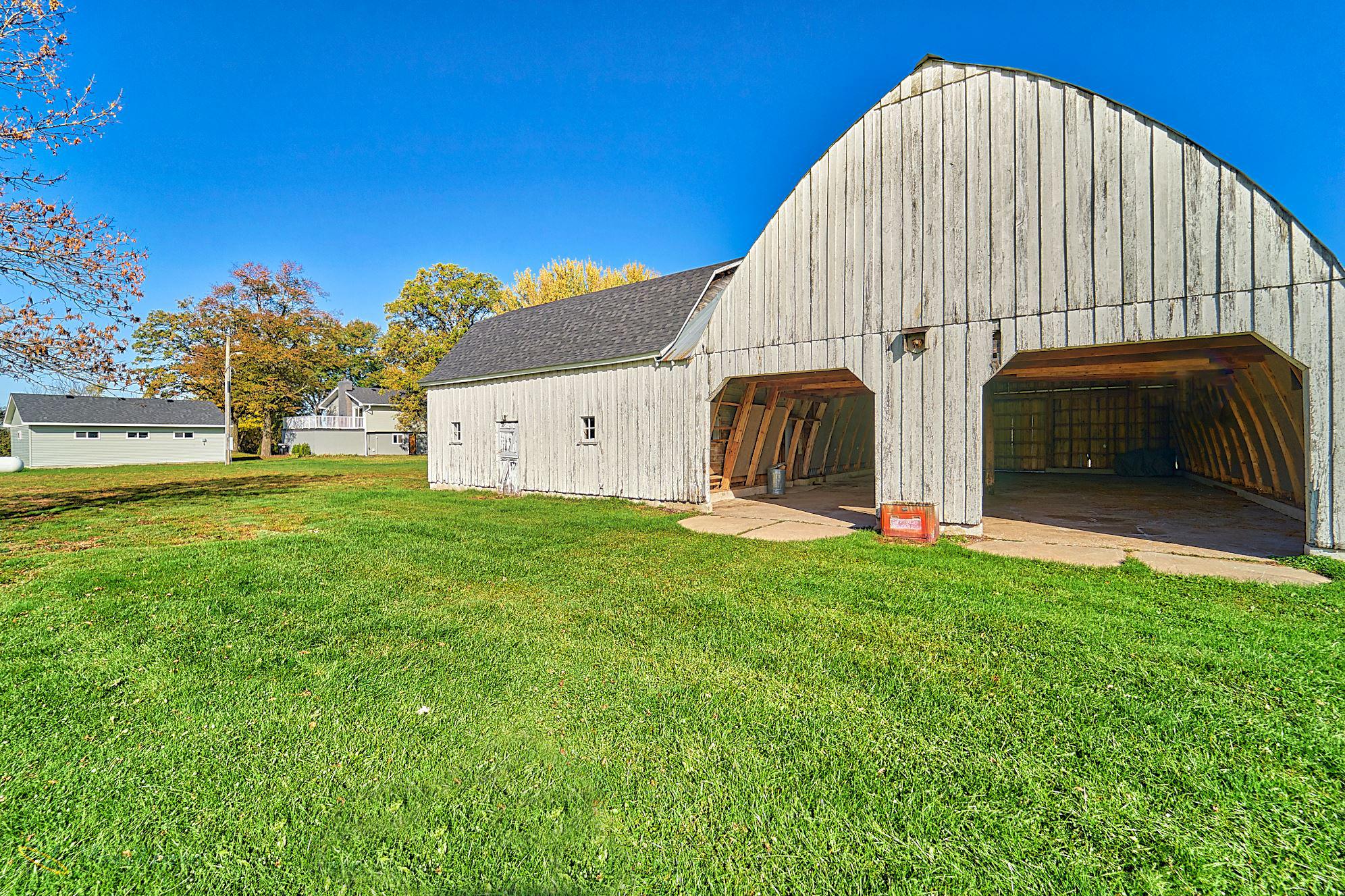 8166-Rondeau-Lake-Rd-E-Lino Lakes-6-barn.jpg