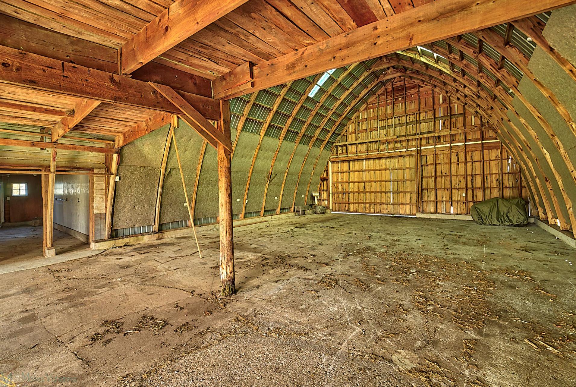 8166-Rondeau-Lake-Rd-E-Lino Lakes-7-barn.jpg
