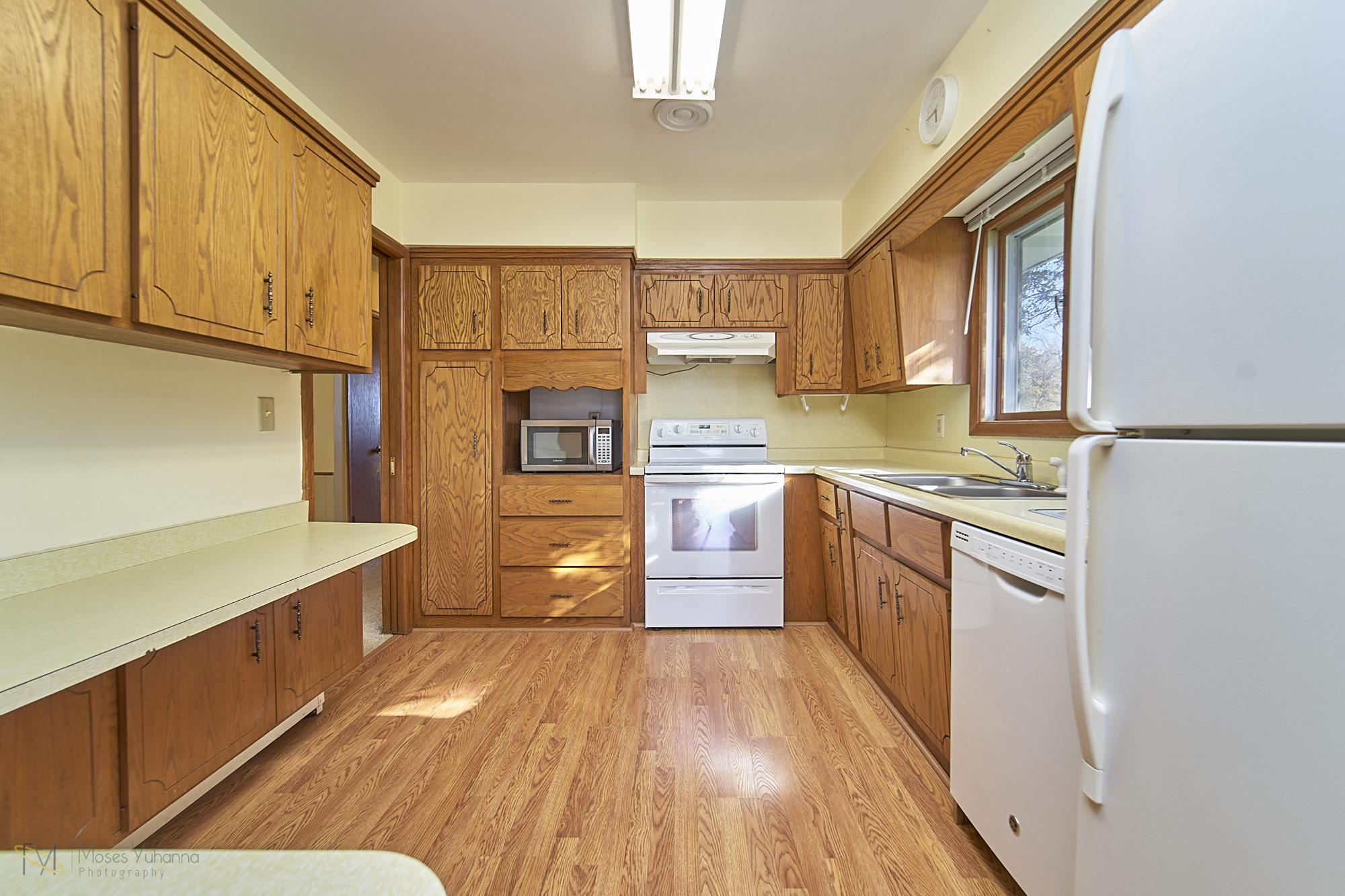 8166-Rondeau-Lake-Rd-E-Lino Lakes-13-kitchen.jpg