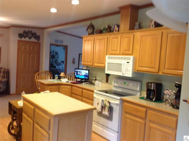 3773-skog-road-kettle river-kitchen.JPG