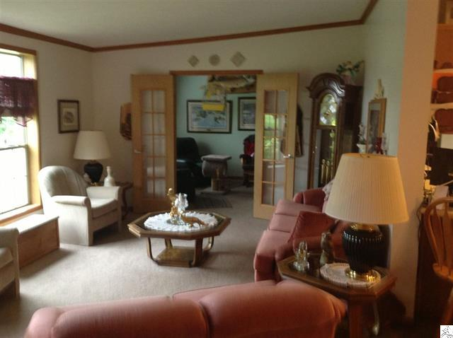 3773-skog-road-kettle river-living room.JPG