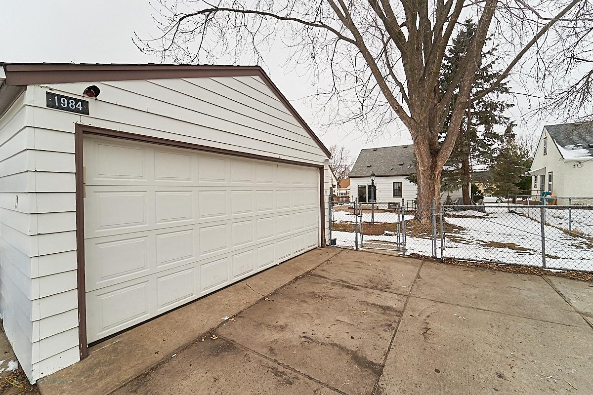 24 garage.jpg