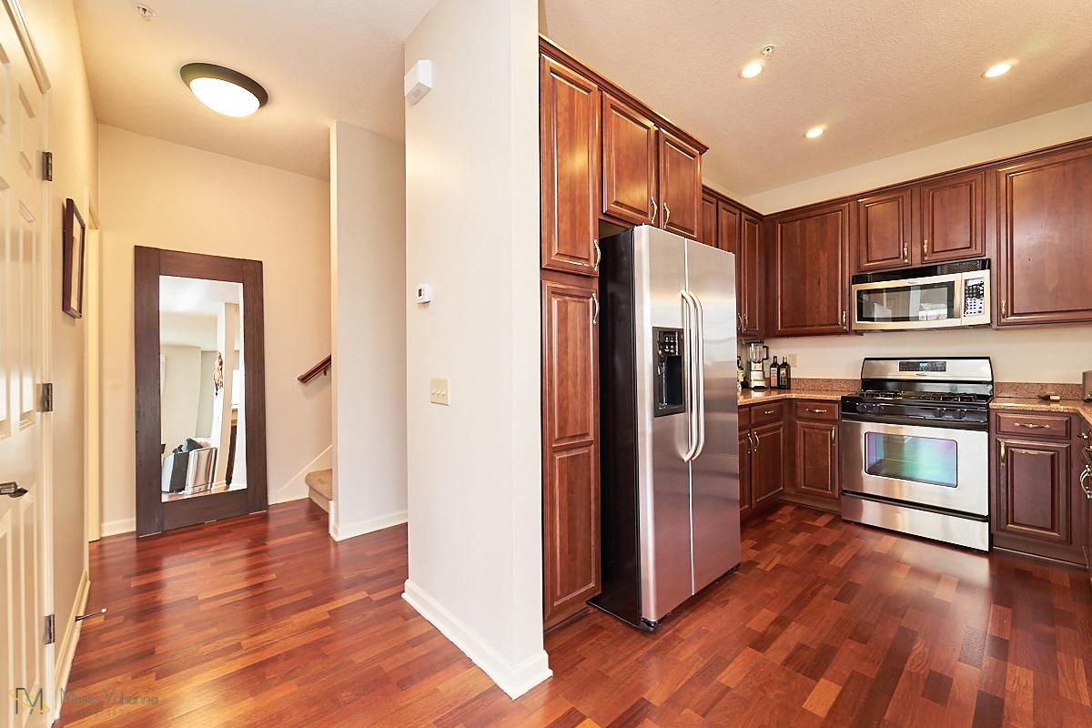 15 kitchen.jpg