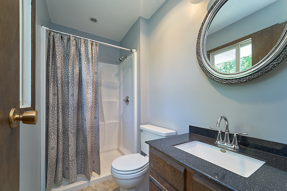 17211-davenport-street-ham-lake-bathroom.jpg