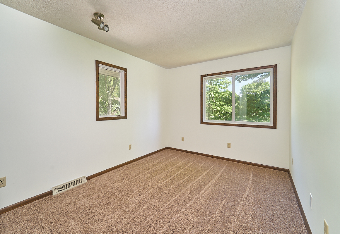 17211-davenport-street-ham-lake-bedroom 2.jpg